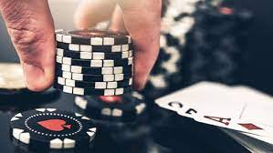 Online Live Poker, How to Safely Gamble Online and an Overview of Live Poker Tournaments